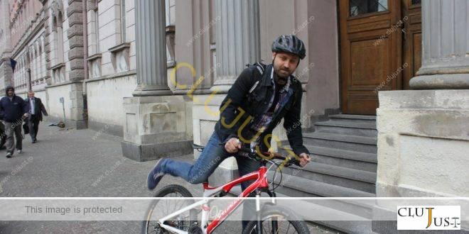 Judecătorul care vine la instanță cu bicicleta ar putea părăsi Clujul