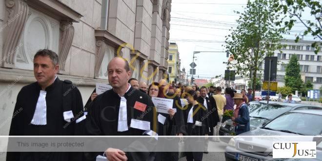 Avocații au protestat în robe la Cluj pentru respectarea dreptului la apărare FOTO/VIDEO
