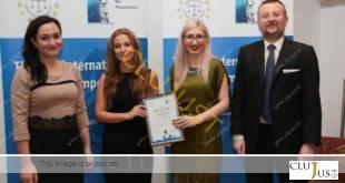 Tinerele avocate din Cluj, Clara Bârsan și Bianca Racolța, în centrul imaginii