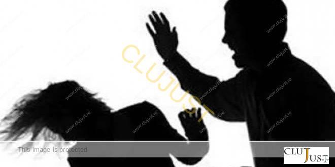 Un tânăr care își bătea mama pe stradă a fost oprit de agenții PP Protect