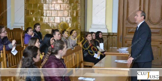 Liceeni și studenți în vizită la Curtea de Ape Cluj, de Ziua Europeană a Justiție Civile FOTO