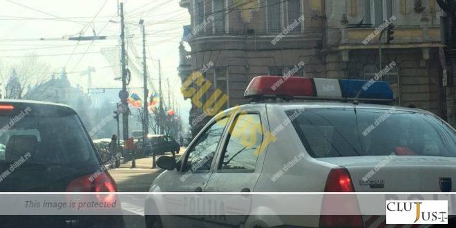 Și băut și fără permis, un tânăr șofer nu a acordat prioritate mașinii de poliție. Vedeți ce a urmat