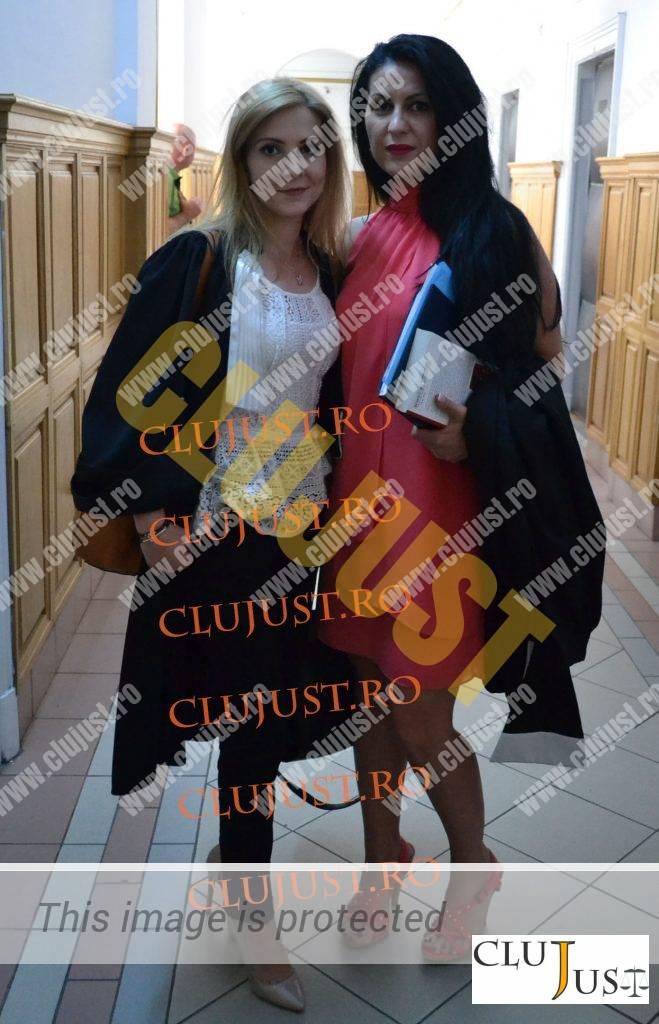 Laura Baciu alături de prietena ei Smaranda Bara, avocata lui Uioreanu