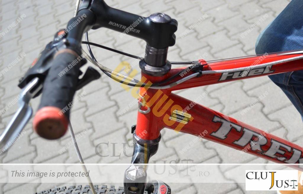 Autocolantul de la registruldebiciclete.ro pe cadrul bicicletei