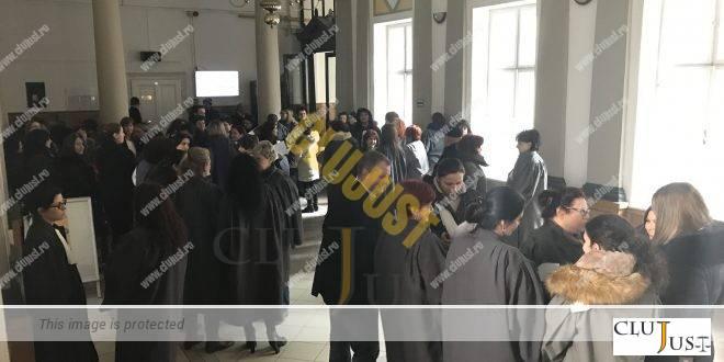 Personalul auxiliar de specialitate din instanțe și parchete anunță proteste în cazul abrogării pensiilor de serviciu