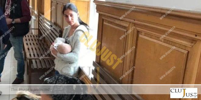 Scenă dramatică la Judecătorie. Și-a alăptat bebelușul în instanță înainte să fie dusă în arest VIDEO
