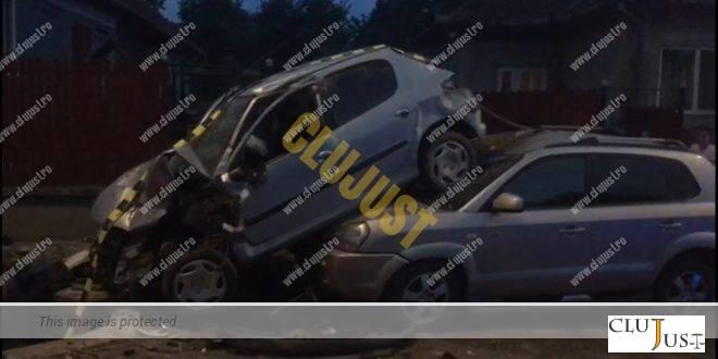 Un adolescent de 17 ani a condus băut și s-a urcat pe altă mașină