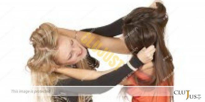 Amantă contra soție cu acțiune în pretenții. Soția ripostează cu cerere reconvențională. Instanța le-a dat amândurora daune morale