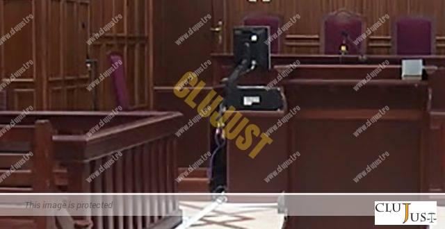 """Scene de Sinaloa într-o sală de judecată din România. Deținut bătut de alți trei pe motiv că ar fi """"turnat"""""""