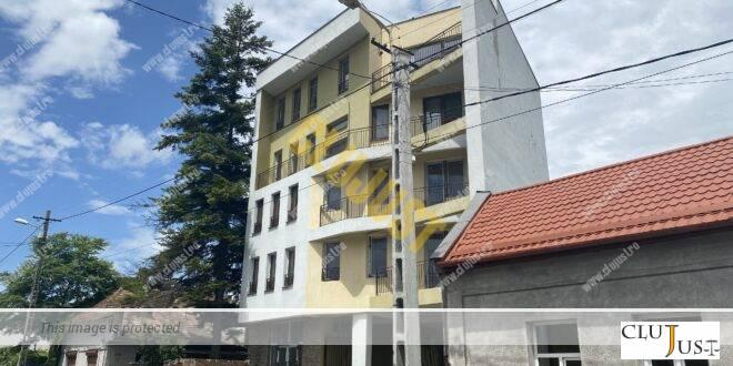 Apartamente dintr-un bloc vestit din Cluj-Napoca, vândute la jumătate de preț către VIP-uri din Baia Mare. Există însă o problemă