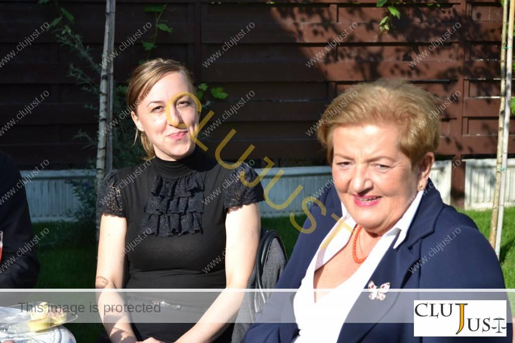Avocata Teodora Driha alături de cea care a învățat-o meserie, Ioana Gidro Stanca