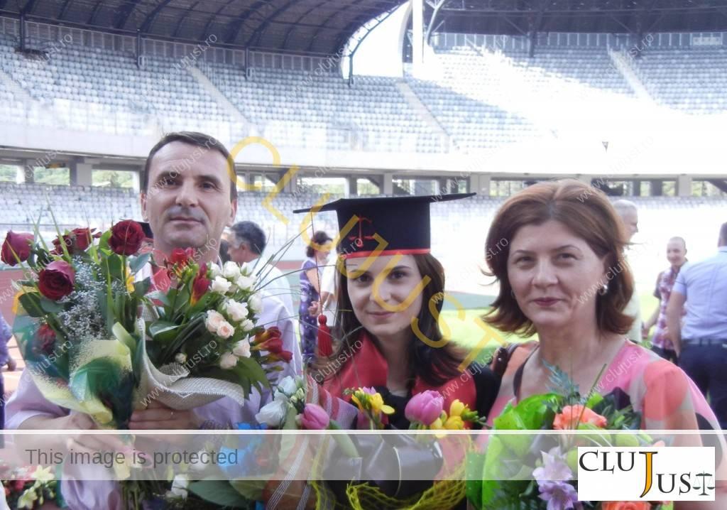 Alături de părinți la festivitatea de absolvire a facultății
