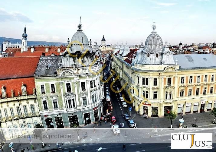 Clădirea din stânga de pe strada Iuliu Maniu nr.1-3 a fost retrocedată Arhiepiscopiei Romano-Catolice
