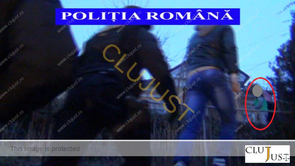 GREȘEALĂ. Poliția a lăsat pe filmarea trimisă presei un cadru cu copilu
