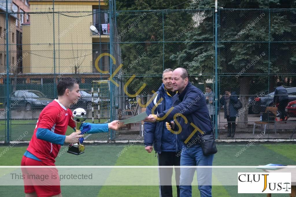 Cupele au fost acordate de către decanul Mircea Pop și fostul fotbalist Adrian Trușcă