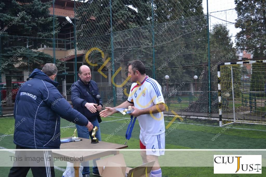 Călin Budișan (în alb), prodecanul Baroului Cluj, a fost desemnat portarul turneului