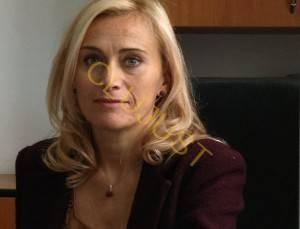 Camelia Reghini la birou. sursa foto ziardecluj.ro