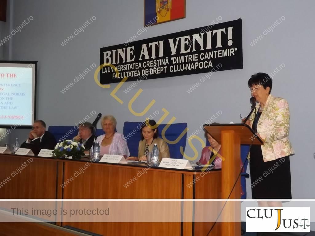 Prodecanul Elena Fodor a moderat prezentarea lucrărilor