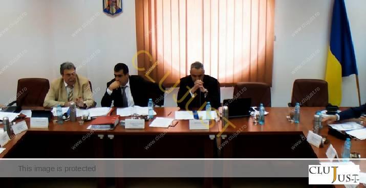 Mircea Aron (în stânga imaginii)