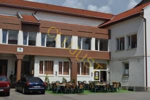 În incintă există și un restaurant cu meniu pentru studenți