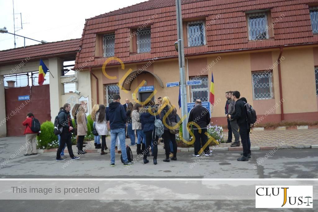in fata la penitenciarul gherla (1)