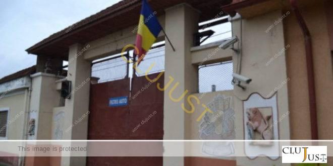 Pliculețe suspecte găsite în pachetul adus de părinți la un deținut din Penitenciarul Gherla