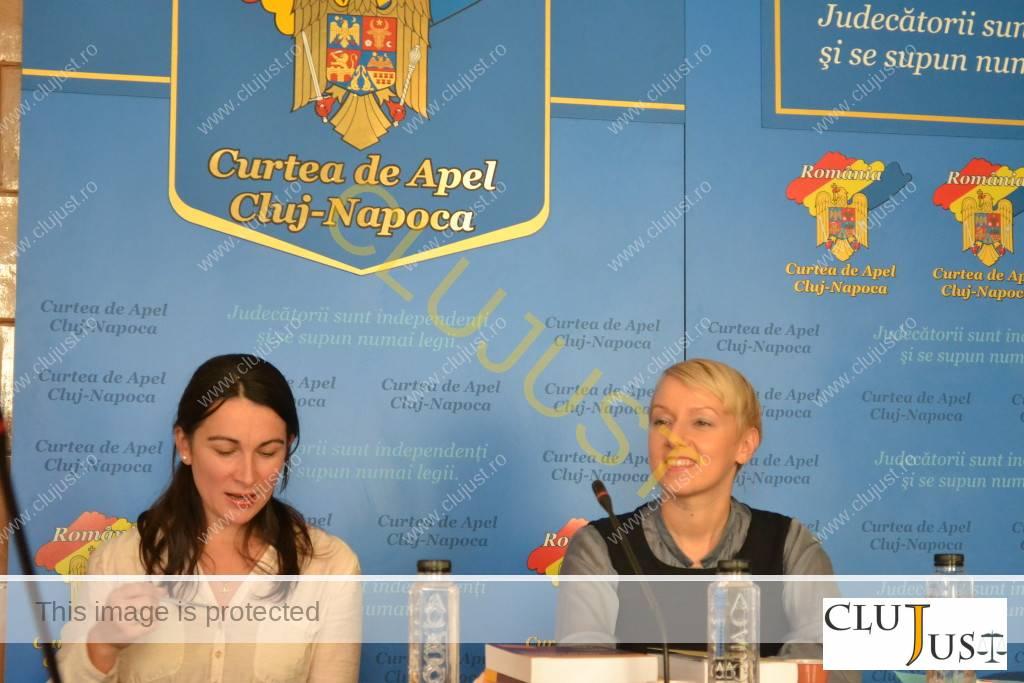 Magistrații Ioana Tripon (stânga) și Dana Gîrbovan
