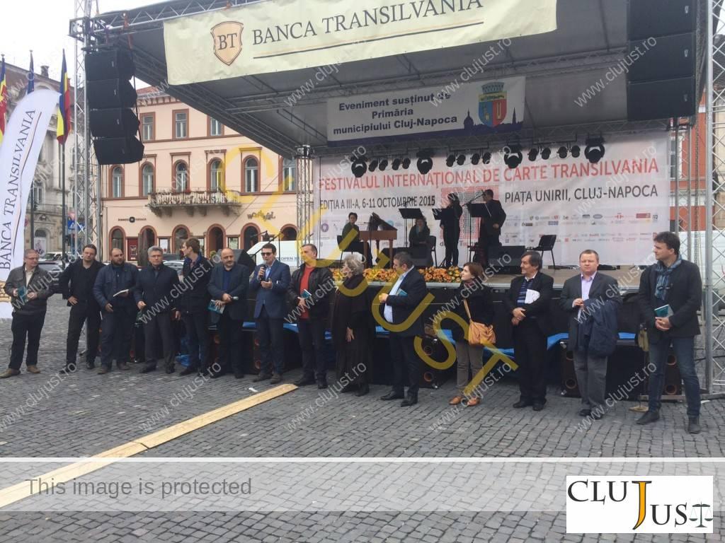 Autorii cărții Povești despre Cluj la lansare, în cadrul Festivalului Internațional de Carte Transilvania