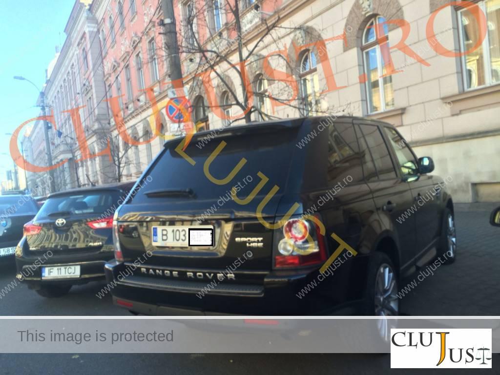 masina range la tribunal cu ecuson parchet (2)