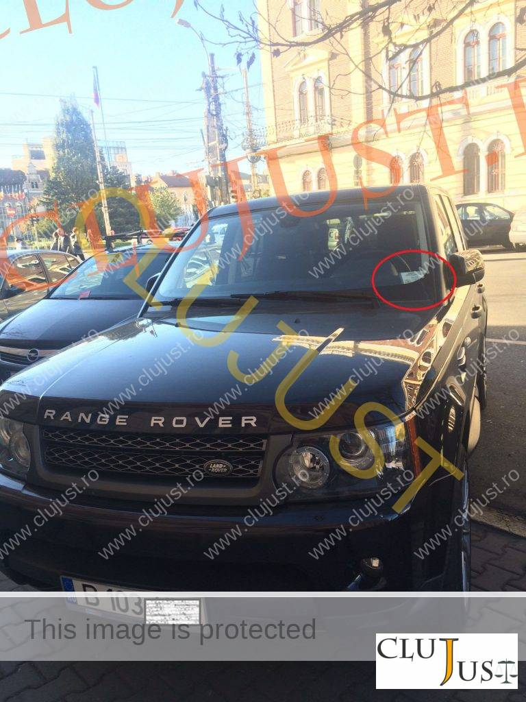 masina range la tribunal cu ecuson parchet (3)