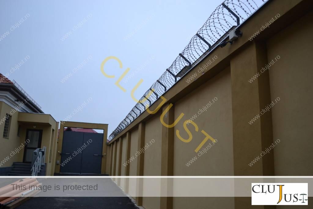Zona pe unde sunt aduși deținuții la Judecătoria Gherla
