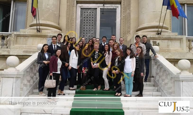 studenti drept cluj la institutii bucuresti