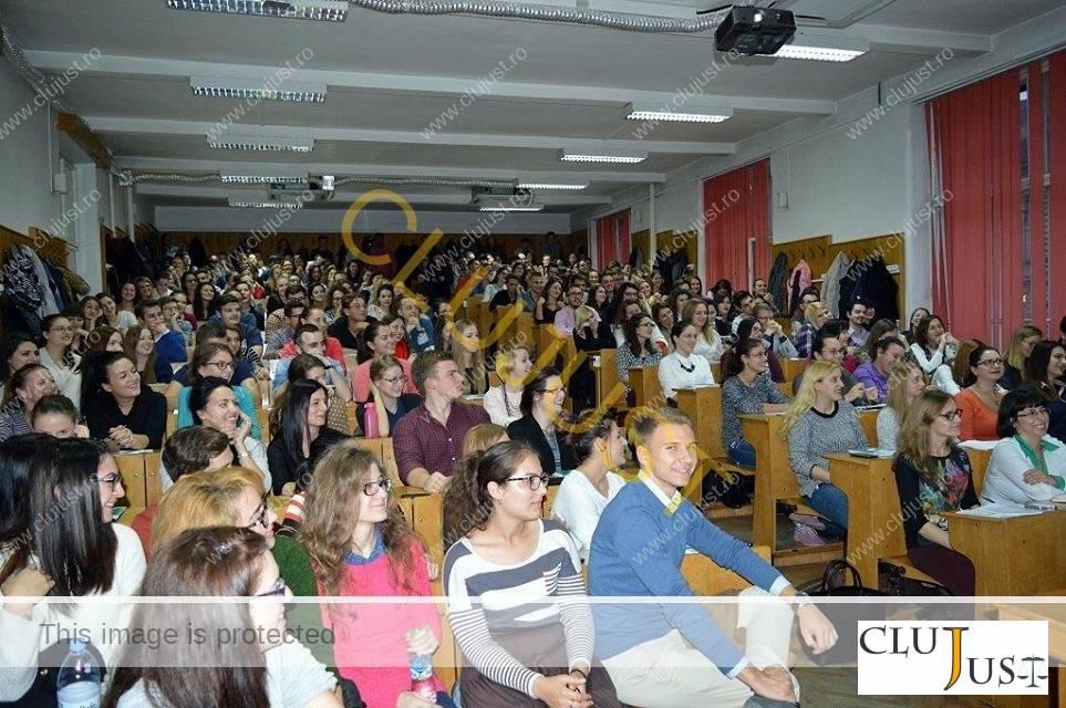 Studenții au umplut amfiteatrul la conferința cu procurori
