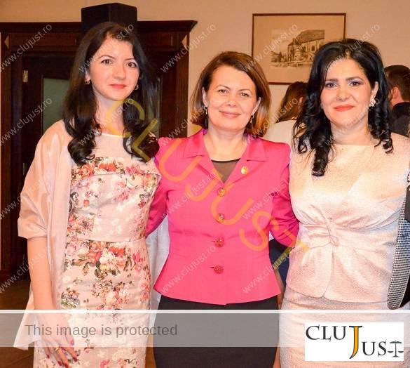 Roxana Corda (stânga) alături de Aurelia Cristea și Laura Pop Chiorean