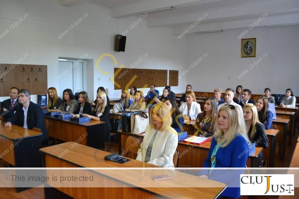 Cadre didactice și studenți la deschiderea sesiunii