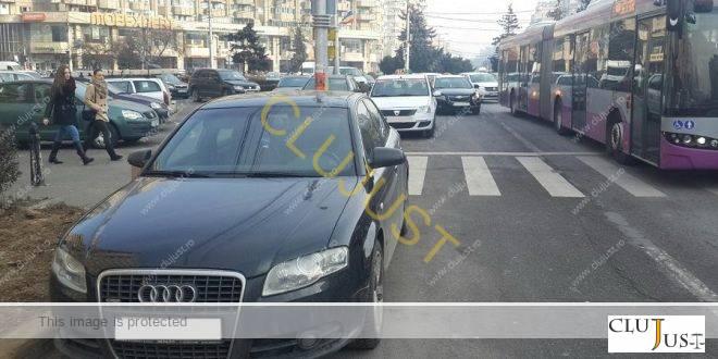 Acțiune a polițiștilor împotriva șoferilor care parchează pe unde apucă în Cluj. Vezi câte amenzi au dat