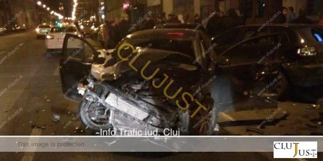 Accident spectaculos pe un bulevard din Cluj. Șapte mașini au fost avariate