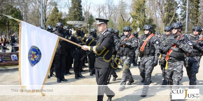 Primirea drapelului de către Inspectoratul de Poliţie Judeţean Cluj, moment unic în istoria instituției