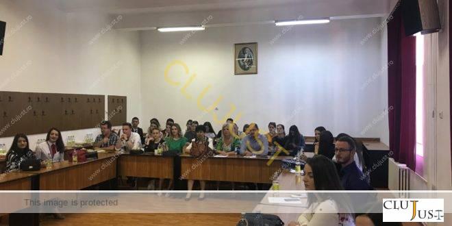 """Lucrări interesante la sesiunea de comunicări științifice de la Drept """"Dimitrie Cantemir"""". O tânără cântăreață printre autori"""