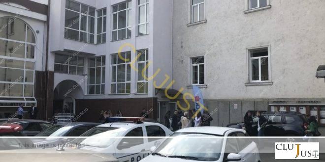 """La deschiderea de an de la Facultatea de Drept """"Dimitrie Cantemir"""" Cluj a fost și poliția. Vezi de ce"""