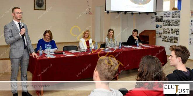 """O studentă și un masterand de la Facultatea de Drept """"Dimitrie Cantemir"""" Cluj au predat educație juridică la Baia Mare"""