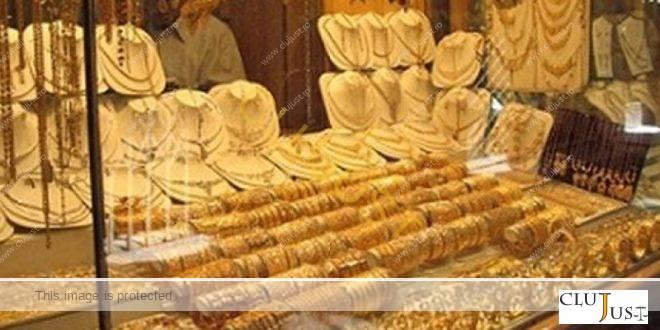 Polițiștii clujeni au reținut doi hoți care au furat bijuterii de 60.000 de lei dintr-un mall