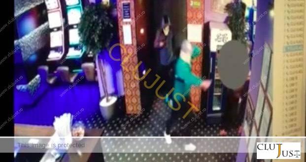 Polițiștii au reținut doi suspecți în cazul jafului de la sala de jocur. VIDEO camere de supraveghere