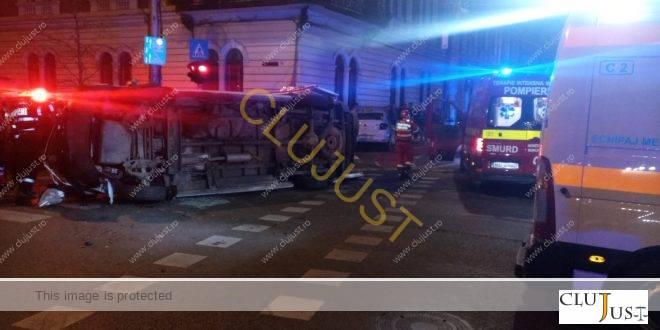 Ambulanță răsturnată lângă Finanțe Cluj. Șase persoane au ajuns la spital
