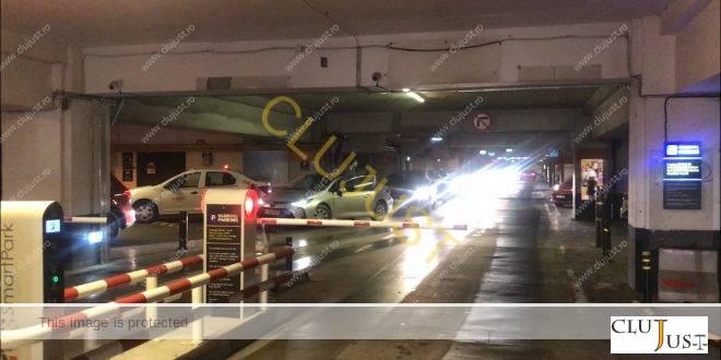 Scandal în parcarea Iulius Mall Cluj din cauza noilor bariere VIDEO