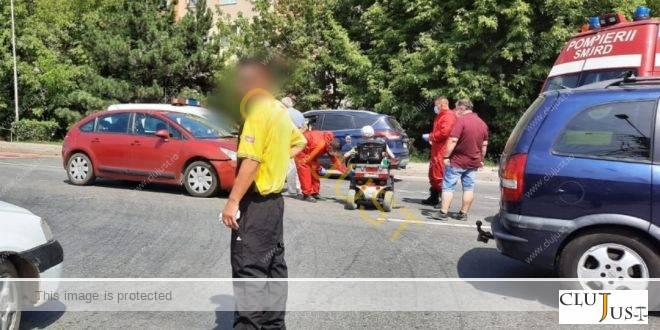 Accident între un cărucior electric și un autoturism